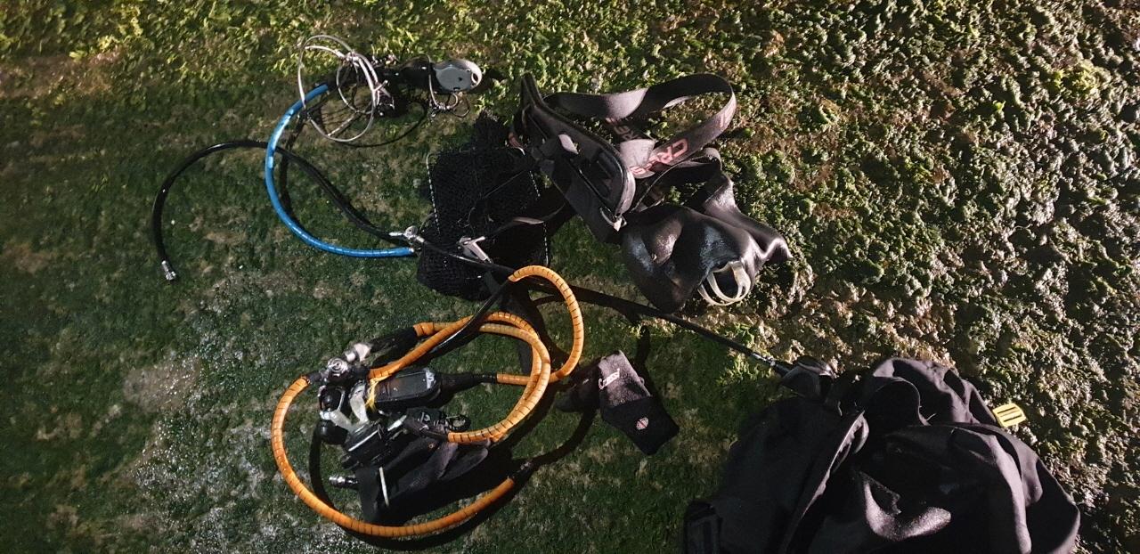 불법조업에 사용된 잠수장비.jpg
